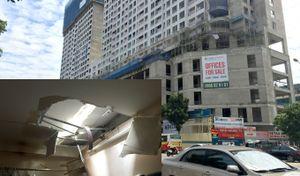 Hà Nội: Dự án The Golden Palm thi công ẩu, hai thanh sắt xuyên thủng mái nhà dân