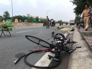 Dân truy bắt ô tô tông chết người ở đường Phạm Văn Đồng