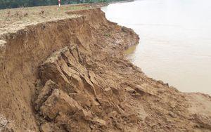 Cận cảnh dòng sông Lam 'nuốt chửng' đất nông nghiệp của người dân