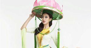 Hoa hậu Mỹ Linh múa sen cho phần thi tài năng tại Miss World 2017