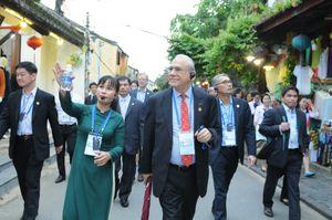 Lãnh đạo tài chính APEC đi xích lô, nghe hát bài chòi ở Hội An