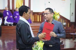 Nam sinh ĐH Hutech chết trong khuôn viên trường: Hiệu trưởng trao bằng Kỹ sư danh dự tại lễ tang