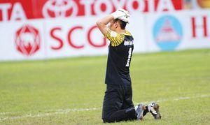Thủ thành FLC Thanh Hóa gặp 'tai nạn' rất khó hiểu