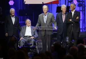 Năm cựu Tổng thống Mỹ cùng lên sân khấu kêu gọi ủng hộ nạn nhân siêu bão
