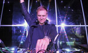 Garrix yên vị số 1, Armin leo lên số 3 Top 100 DJ Thế giới 2017