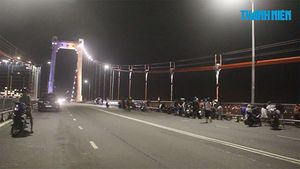 Lái ô tô lên cầu Thuận Phước rồi nhảy xuống sông Hàn mất tích