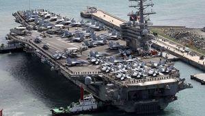 Tàu sân bay khổng lồ của Mỹ cập cảng Busan
