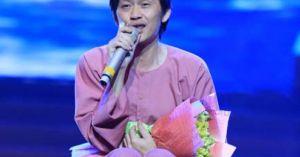 Hoài Linh ngồi bệt khoe giọng ngọt như mía lùi hát 'Hàn Mặc Tử'