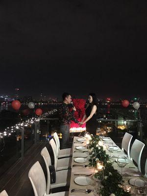 Khắc Việt 'bày trò' cầu hôn bạn gái DJ lãng mạn, hứa hẹn một đám cưới trong mơ