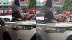 Vượt đèn đỏ bị CSGT yêu cầu dừng xe, nữ tài xế trèo lên nóc xe ăn vạ