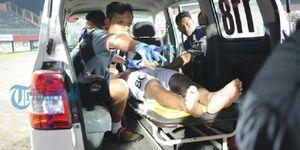 Vụ bạo loạn khiến cầu thủ U19 Indonesia nhập viện khẩn cấp