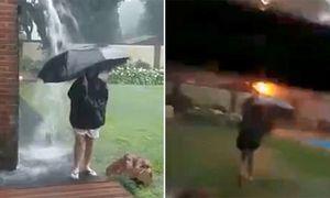 Cậu bé 12 tuổi bị sét đánh khi đang cầm ô nghịch mưa trong sân