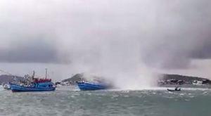 Vòi rồng càn quét trên biển, nhấn chìm tàu cá ở Phú Quốc