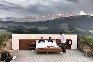Kỳ lạ 'khách sạn ngàn sao' giá 'cắt cổ' trên đỉnh núi luôn kín khách