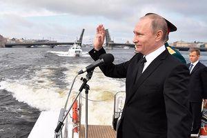 Hơn 100 tàu chiến Nga rầm rộ phô diễn sức mạnh