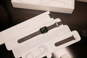 Mở hộp đồng hồ thông minh Apple Watch 3