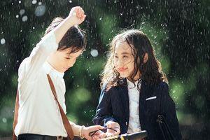 'Em gái mưa' phiên bản nhí quá đỗi đáng yêu khiến Hương Tràm phát cuồng