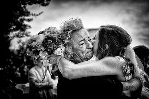 Những khoảnh khắc ấn tượng đầy cảm xúc trong ngày cưới