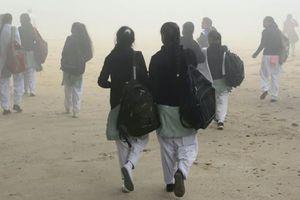 Ấn Độ: Người dân tức giận khi trường học mở cửa bất chấp ô nhiễm