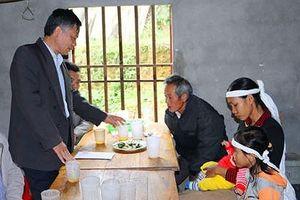 Ngân hàng Nhà nước hỗ trợ các gia đình bị thiệt hại do mưa bão ở Nghệ An 200 triệu đồng