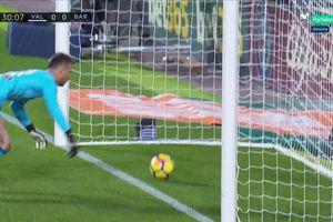 Barca bị cướp không bàn thắng, thủng lưới lần 5 tại 'hang dơi'