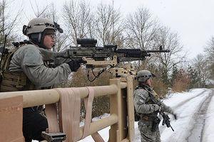 Đặc nhiệm Mỹ thực hành tác chiến cùng các loại vũ khí hiện đại