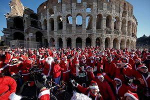 Ông già Noel đưa không khí Giáng sinh đến khắp nơi trên thế giới