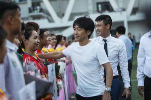 HLV Miura đến với giải sinh viên