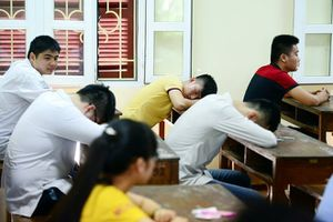 Hàng nghìn sinh viên bị đuổi ở Sài Gòn: Áp lực nợ môn, ngồi 'nhầm' lớp