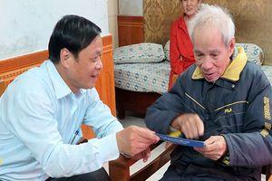 Chủ tịch huyện Hoàng Sa thăm các gia đình nhân chứng Hoàng Sa