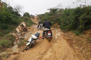 Lội bùn, vượt rừng vận động học sinh trở lại trường sau Tết