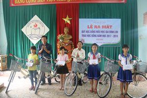 Quỹ học bổng hiếu học gia đình LVH trao tặng 30 xe đạp và quà cho học sinh nghèo ở Quảng Nam