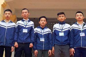 5 học sinh nhặt được gần 15 triệu đồng trả lại người đánh rơi