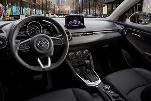 Toyota Yaris sedan 2019 lộ diện, giống Mazda2