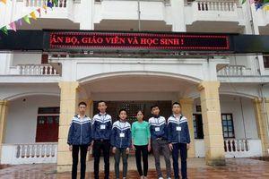 Sở GD&ĐT Hà Tĩnh khen thưởng 5 nam sinh trả lại tiền rơi
