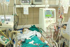 Ba người nhập viện do ngộ độc rượu chứa cồn công nghiệp