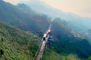 Tây Bắc qua ô cửa cabin tàu hỏa leo núi Mường Hoa