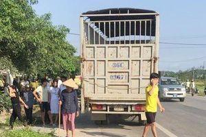 Thai phụ 25 tuổi cùng chồng tử vong khi va chạm với xe tải