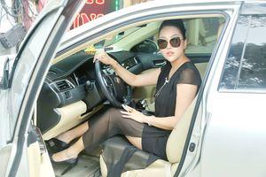 Phi Thanh Vân tươi tắn lái xe riêng, hội ngộ Minh Luân tại sự kiện