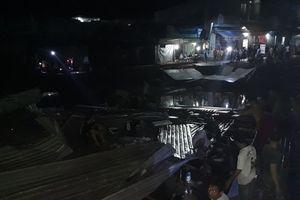 Cà Mau: Sạt lở nhấn chìm 3 căn nhà trong đêm