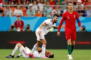 Queiroz so sánh vụ khuỷu tay Ronaldo với con gái mang thai