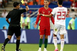 Trọng tài Việt: 'Ronaldo xứng đáng đuổi khỏi sân'