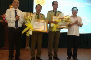 Hai cán bộ QLTT TP.HCM nhận Huân chương Lao động hạng 3