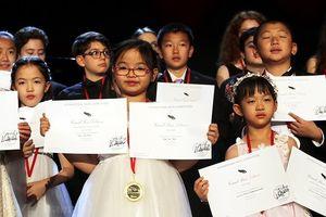 Cô bé 7 tuổi người Việt giành giải Nhất cuộc thi piano quốc tế ở Mỹ