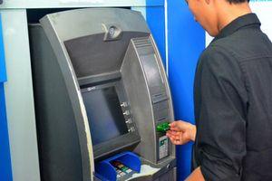 Lần thứ 2 Ngân hàng Nhà nước yêu cầu 4 'ông lớn' dừng tăng phí rút tiền nội mạng ATM