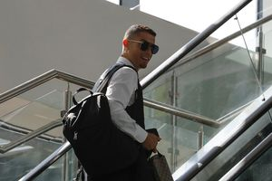 Ronaldo chính thức cập bến Juve với giá 100 triệu euro
