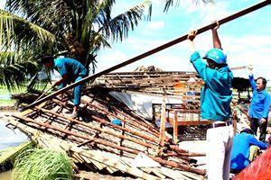 Cà Mau: Lốc xoáy làm sập, tốc mái hơn 110 căn nhà