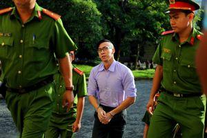Xét xử bị cáo người Mỹ gốc Việt William Anh tội gây rối trật tự công cộng