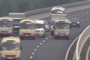 Đề nghị xử lý 3 xe khách dàn hàng trên cao tốc