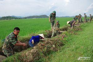 Bộ CHQS Nghệ An hành quân dã ngoại làm công tác dân vận